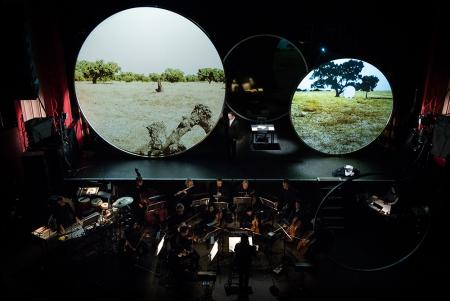 Michel van der Aa's The Book of Disquiet was an exhilarating visual experience, with spoken word performed by Sam West, The Coronet Theatre, February 2016