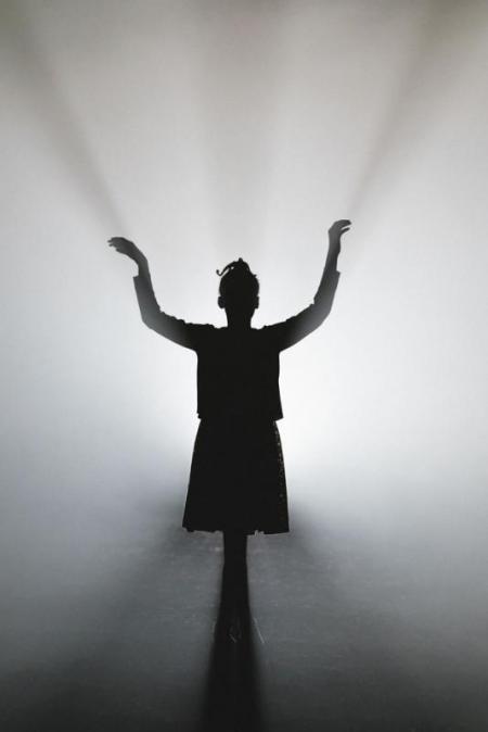 Akilah Mantock as Young Hannah in Cave (20 June 2018) © Manuel Harlan for London Sinfonietta & Royal Opera House