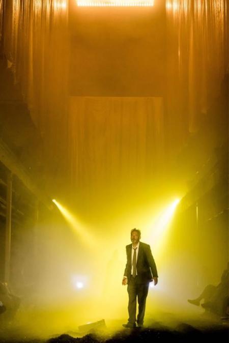 Mark Padmore as Man in Cave  © London Sinfonietta & Royal Opera House, Photo by Manuel Harlan