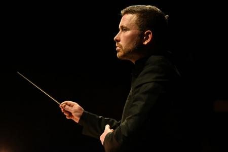 Geoffrey Paterson conducts Richard Ayres: The Garden