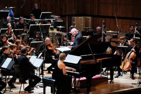 Sir George Benjamin conducts the London Sinfonietta and soloists Tamara Stefanovich at Royal Festival Hall © Mark Allan