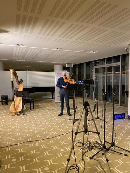Paul Silverthorne principal viola plays a sinfonietta short